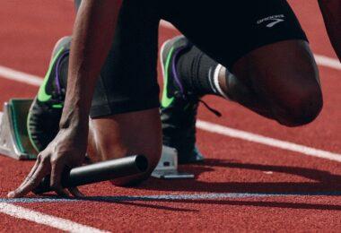 Sprint, Sprintstaffel, Staffelläufer, Übergabe, Staffelstab, Unternehmensnachfolge