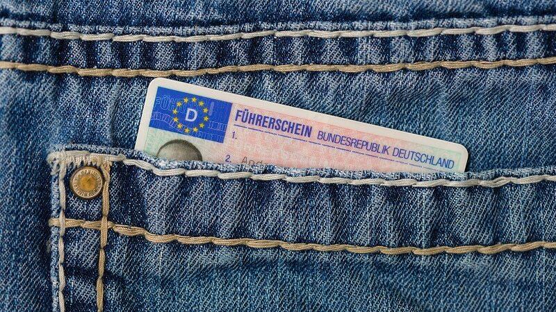 Führerschein, Hostentasche, Dokument, digitaler Führerschein