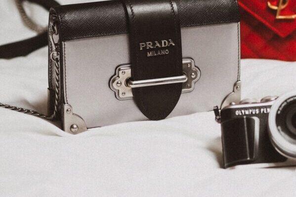 Prada, Handtasche