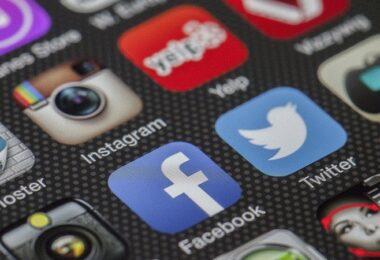 Social Media, Facebook Twitter, Smartphone
