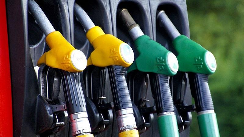 Tankstelle, Zapfsäule, Tankhahn, Tankschlauch, CO2-Steuer in Deutschland