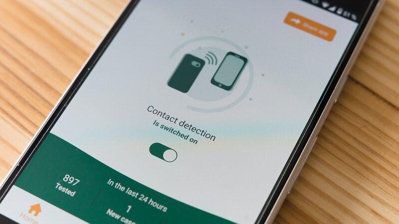 Smartphone, iPhone, Corona App, Digitalisierung Corona