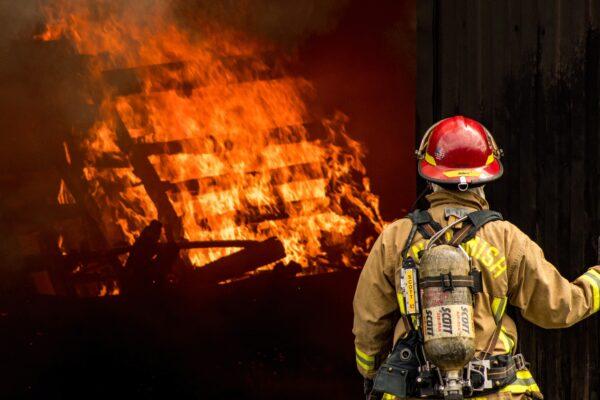 Feuerwehrmann, Feuer
