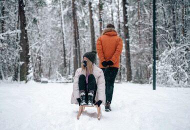Schlitten, Schlitten-Sharing, Winter, Wald, Schnee