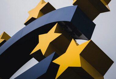 Euro, Eurozeichen Frankfurt, Börse Frankfurt, deutsche Anleger, Europäische Zentralbank, EZB