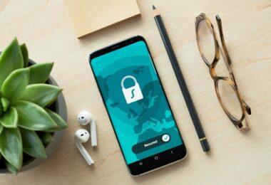 Datenschutz, Privatsphäre, Smartphone, Schreibtisch