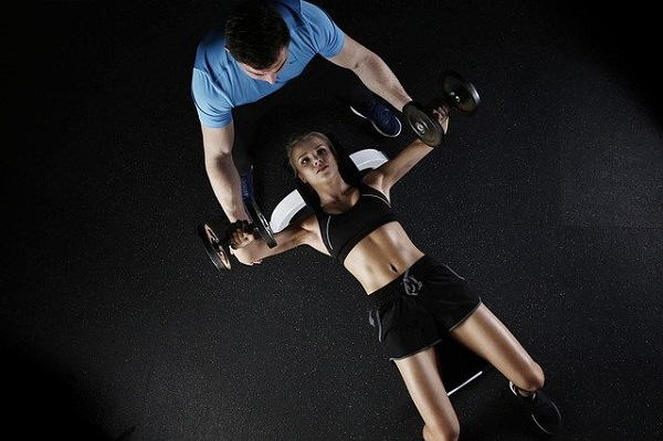 Coach, Trainer, Training, Armmuskeltraining, erfolgreiche Manager