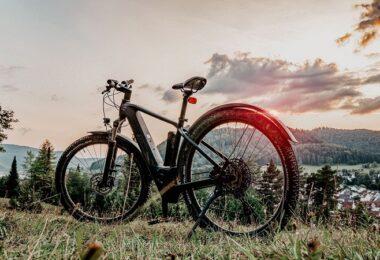 E-Bike, Mountainbike, E-Mountainbike, E-Bike im E-Auto transportieren