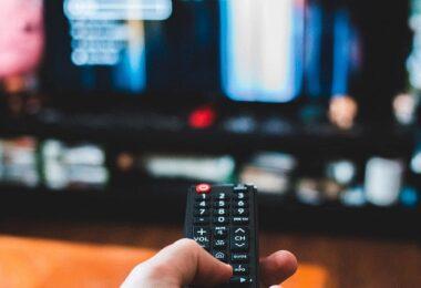 Netflix, Fernbedienung, Smart TV, Decision Fatigue, Entscheidungsmüdigkeit