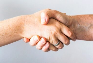 Handschlag, Handshake, Beteiligung, Beteiligungsvertrag