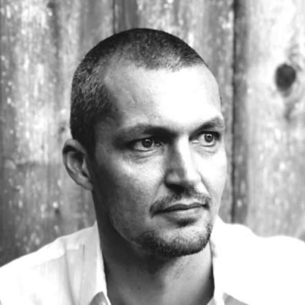 Rasmus Holst, Wire