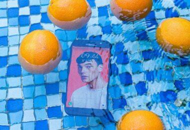 Smartphone, Pool, Orangen, Smartphone überhitzt, Smartphone im Sommer