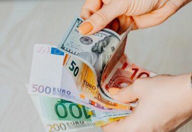 Geld, Geldscheine, Euro, US-Dollar, Dividenden-Wachstum, Dividenden-Erhöhung