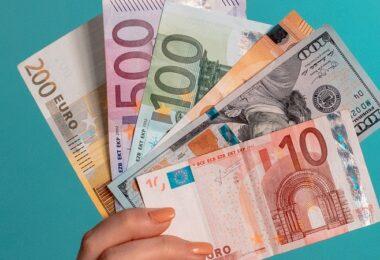 Geld, Geldscheine, Euro, Bargeld, Dividenden-Ausschüttung