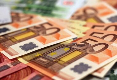 Geld, Geldscheine, Euro, Euroschein, 50-Euro-Schein, 50 Euro, beste Dividenden-Rendite der Welt, beste Dividendenrendite weltweit