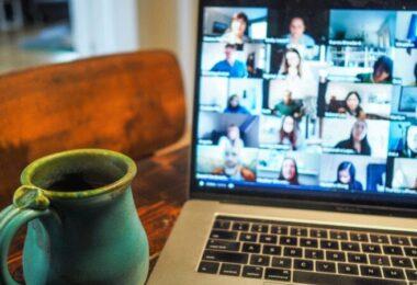 Videocall, Zoom, Meeting, Video Call im Beruf, Ausreden Video Call, Fluchtmethoden Video Call