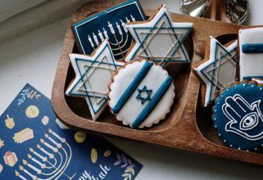 Davidstern, Thora, Chanukka, Antisemitismus im Netz, Antisemitismus im Internet