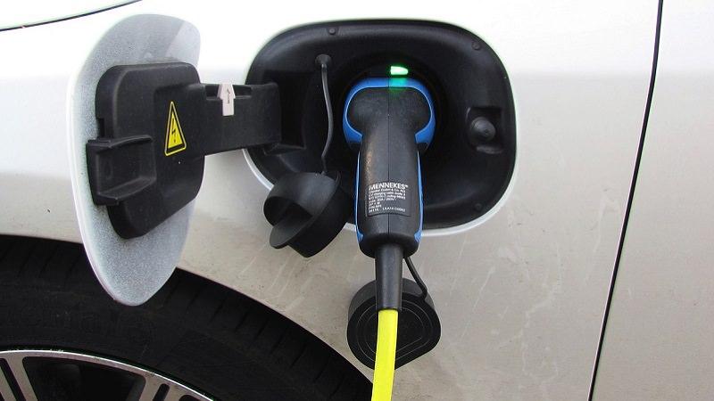 E-Auto laden, Ladestation für E-Autos, E-Auto kaufen, Elektroauto kaufen