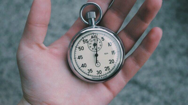 Zeit, Uhr, Hand, AGB richtig lesen