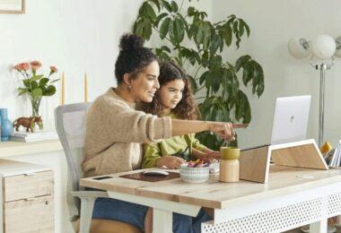Mutter, Kind, Arbeit, Schreibtisch, familienfreundliche Arbeitgeber 2021, familienfreundlichste Arbeitgeber 2021 Deutschland
