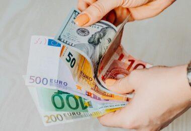 Geld, Geldscheine, US-Dollar, Euro, Banknoten, beste Aktien der Welt, beste Aktien weltweit