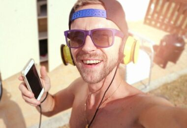 Sonne, Sommer, Musik, Poolparty, beliebteste Sommerhits 2021