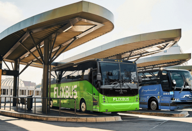 Flixmobility übernimmt Greyhound, Flixbus, Fernbus, Bushaltestelle