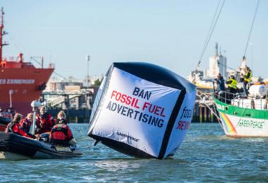 #BanFossilAds, Greenpeace, Werbeverbot, Klimaschutz, Shell, Rotterdam