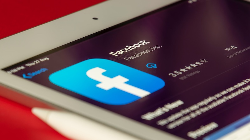 Facebook-Icon, Smartphone, Wie abhängig sind wir von Facebook?