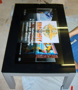 mac_tablet_table_cover_flow